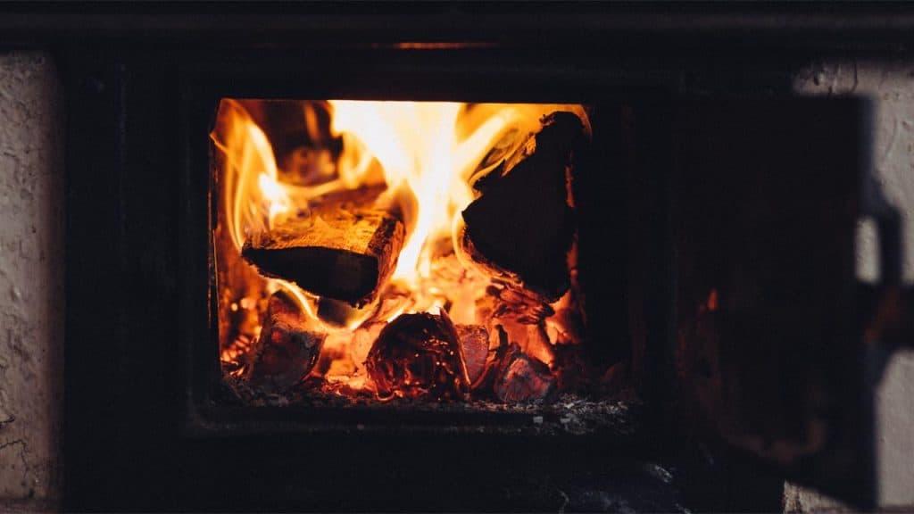 3.000 danskere har fyret deres gamle brændeovn