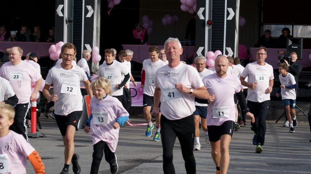 Lyserød lørdag's sponsorløb kun for mænd trækker mange til byen