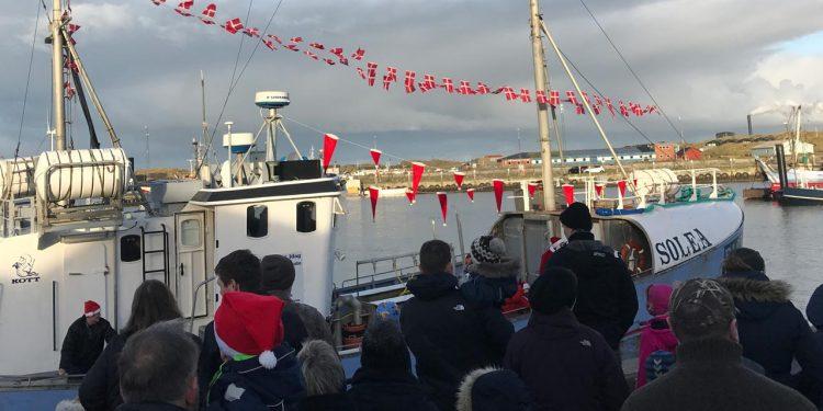 Juleskibet fra Nordpolen lægger til i Hvide Sande