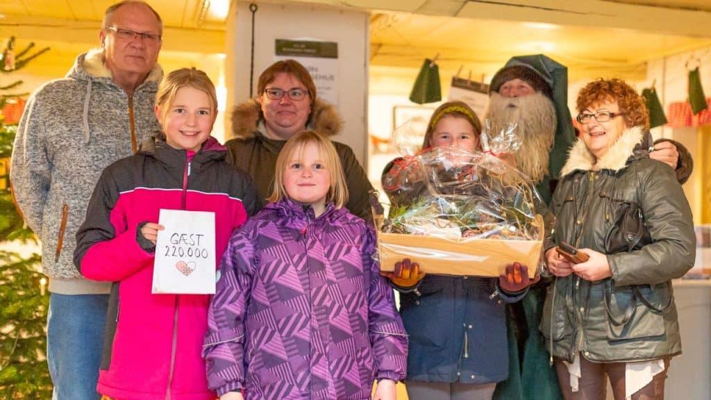 Familien Brydegaard besøgte Bundsbæk Mølle og var dermed de første der rundede 220.000 besøgende