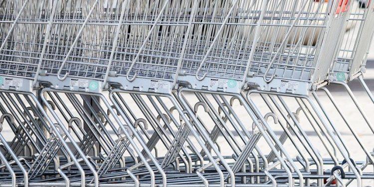 Lukkeloven fastsætter bl.a. at dagligvarebutikker med en omsætning over 34,9 mio. kr. ikke må holde åbent 13,5 dage om året. Det gælder bl.a. skærtorsdag, langfredag, 1. og 2. påskedag.