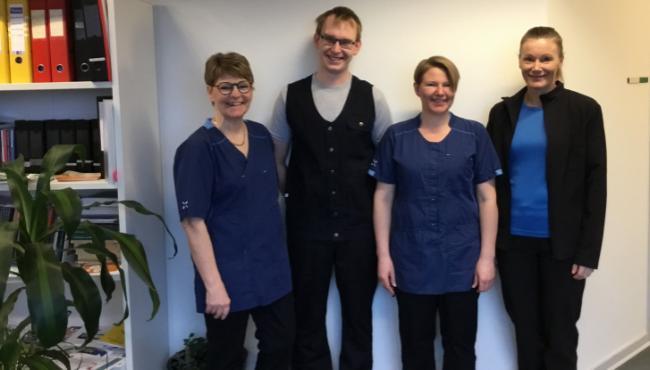 Pleje- og omsorgspersonale skifter uniform