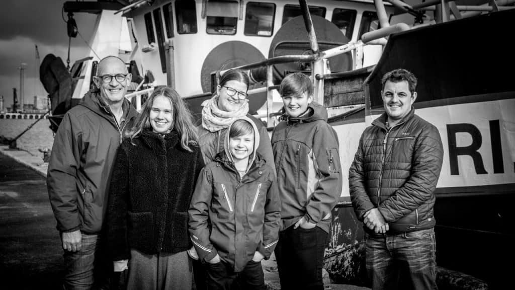 Lokal fisker udfordre med utraditionelle fiskeretter - en skoleklasse fra Nørre Nissum og fisker Johan Løvendahl Nielsen