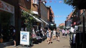 Kommunen til borgerne: Støt de lokale butikker ellers forsvinder de
