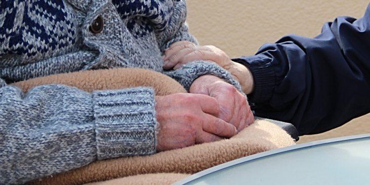 Botilbud og ældrecentre har åbnet dørene for besøg på udearealer