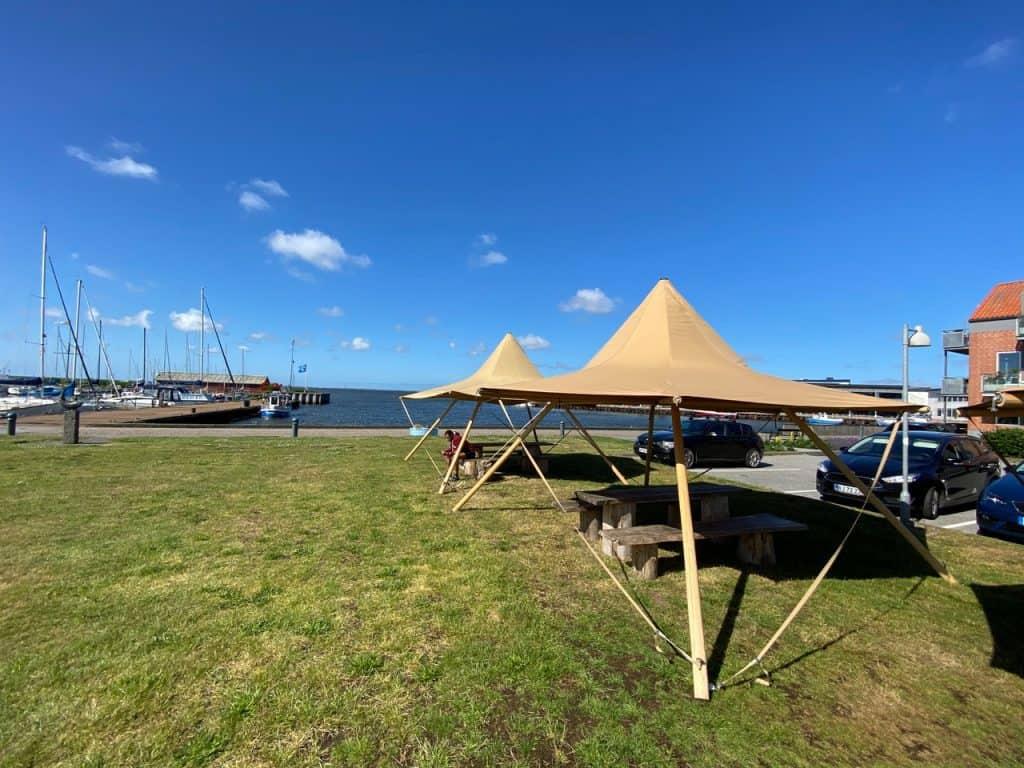 1700 Teltene er rejst på Ringkøbing Havn