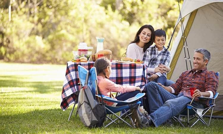 Familie på camping