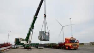 Henover weekenden har Jens Nørgaard Nielsen med »Saturn«, gjort klar til losning af én og de to trafo'er, på henholdsvis 120 tons og 290 tons