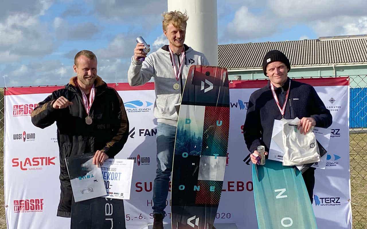 Rasmus Frejlev fra Løkken tog førstepladsen ved DM i Kitesurfing i weekend i Hvide Sande. Action fotos - Brian Engblad