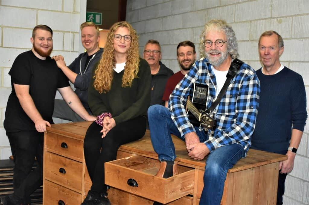 Generator: Lokal huspoet har åbnet skuffen for personlige sange foto: Flemming Lauritsen med Band - Ole Arnbak