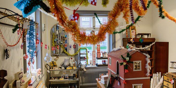 Træd ind i et væld af jul og nostalgi, når Ringkøbing-Skjern Museum byder indenfor i »The Juleudstilling«