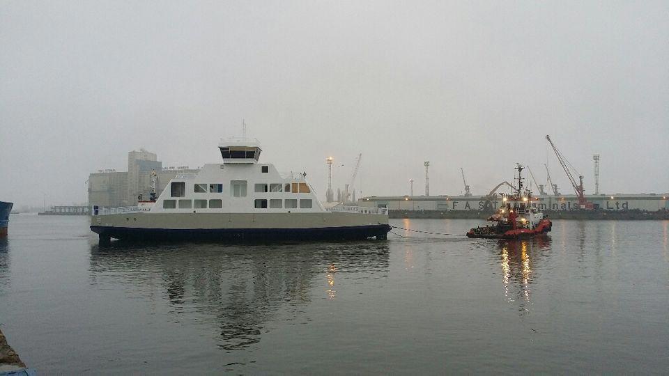 Den nye Fanø-færge »Grotte« er på vej, men vejret driller lidt - Foto: »Grotte« og slæbebåden »Dolphin« - Molslinjen