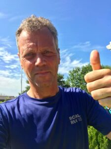 Frank Mosgaard Kristiansen bor i Holstebro, men er opvokset i Spjald.