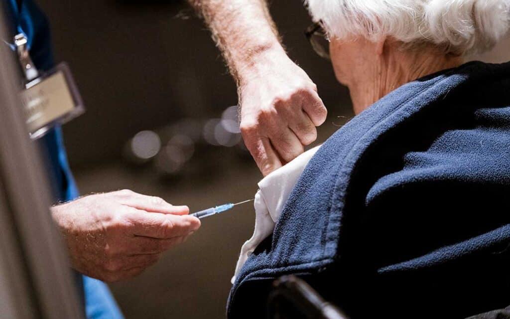 Borgmester glæder sig over åbning af lokalt vaccinested
