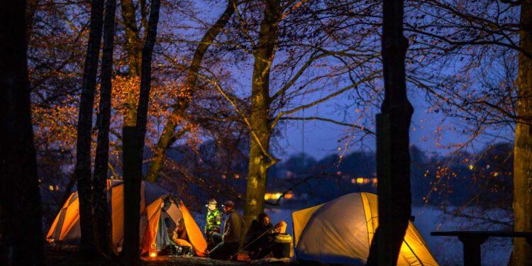 I weekenden den 7.-9. maj kan du få en oplevelse ud over det sædvanlige til det landsdækkende event 'Nat i Naturen'. Du kan bl.a. komme på gåture i skumringen i statens naturområder i hele Danmark og sove under stjernerne med tips fra lokale spejdere. foto: Vores Natur